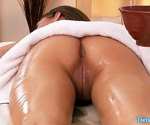 Riley Reid gives masseur headHD