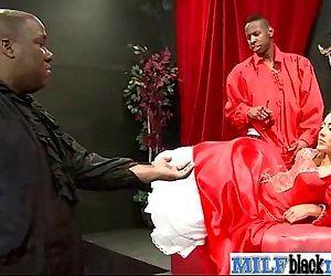 Interracial Sex Tape Between Mamba Cock Stud And Slut Milf vid-19