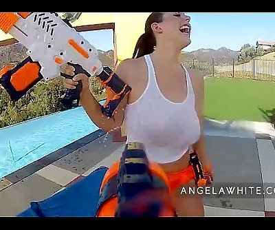 ANGELA WHITE AND DANI DANIELS FUCKING OUTSIDE