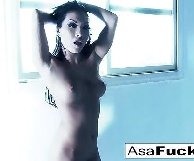 Amazing Asa Akira plays with her pussy