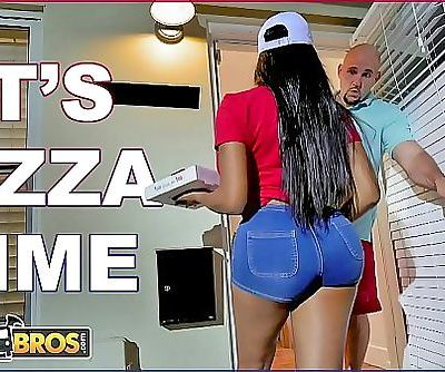 BANGBROSBlack Pizza Delivery Girl Moriah Mills Delivers Her Big Ass To J-Mac 12 min HD+