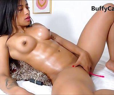 muscle latina masturbate on cam