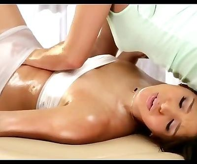 Gracie Glam give Abella Danger an oily massage