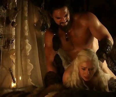 Emilia Clarke naked Game Of Thrones S01E02
