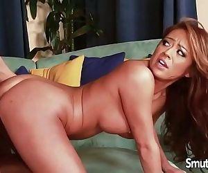 Mia Lelani gets fucked and creampiedHD