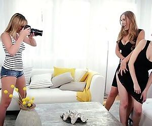 Mom, Daughter and the photographerTanya Tate, Samantha Hayes, Brett RossiHD
