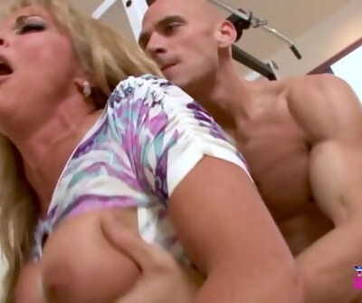 MILF SHAYLA LAVEAUX ENJOYS A HARD TRAINING SESSION WITH JOHNNY SINS
