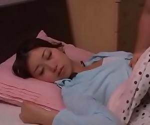 Lén lén chịch em vợ lúc ẻm đang ngủ | Full:..