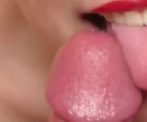 My Chinese lecherous girlfriends oral sex skills are very good and cool