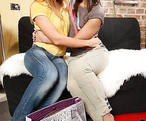 Hot anal sex between awesome young lesbians Sinovia and..