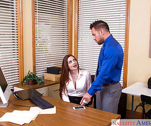 Hot secretary Veronica Rain wraps her lips around a fat..