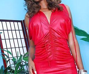Naughty ebony vixen Nyomi Banxxx uncovering her voluptuous..