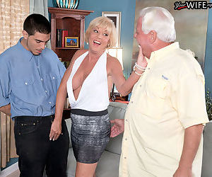 Blonde mom Scarlet Andrews hard fucked by the son in crazy..