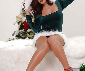 Chesty Elf Keisha Grey flashing big juggs and bald pussy..