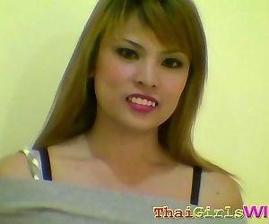 Natuurlijke Zacht tittied thaise slet krijgt een Facial - Onderdeel 83