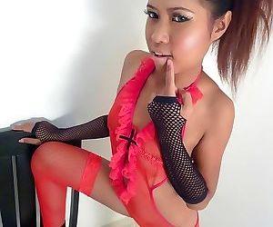 Super Schattig tiener thaise Babe naam Candy houdingen en Plaagt -..