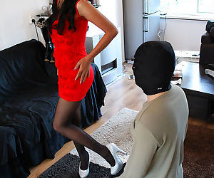 The queen featuring in feet slave worshiper - part 2316