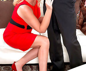 Classy older blonde kay delynn gets naked and blows her..