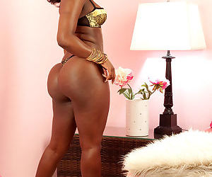 Big butt ebony woman Janea Jolie spreads thighs to reveal..