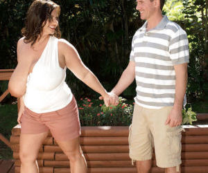 Obese mom Maria Moore seducing man on street for oral and..