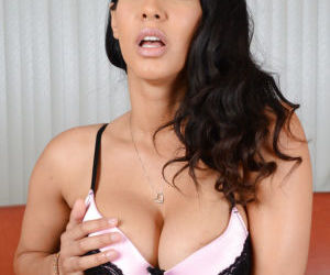 Chesty Latina brunette Isis Love spreading pink cunt for..