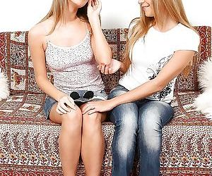Lesbian teens Malia and Mariah..