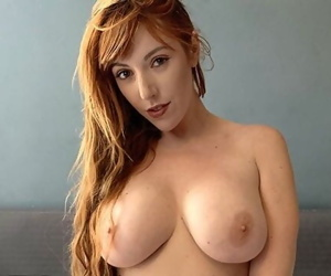 Hot Redhead Streaming her Sex Live