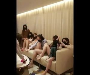 国产大制作级别 七个女神并排在沙发上..