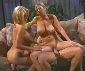 2on1blondes- Who are the chicks - blonde mainly Help or i..