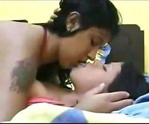 Delicioso Beso Lesbico De Dos Putitas - 1 min 28 sec