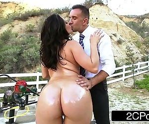 Big Ass School-Girl Gracie Glam Gives Straner a Nice..