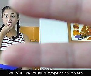 OPERACION LIMPIEZAColombian maid seduced and fucked hard..