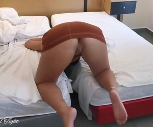 Stepsister Stuck between the Bed Gets a Creampie