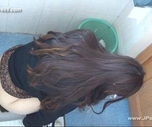 chinese girls go to toilet.13 - 11 min