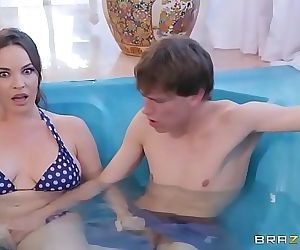 Secretly Rubbed In The Hot Tub FULLZZERZ.COM 8 min HD
