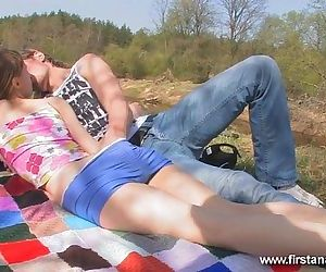 Firstanalquest.comGIRL WHO LOVES Assfuck GETS Screwed Stiff ON AN OUTDOOR Rendezvous