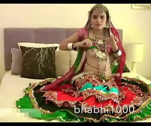 Gujarati Indian College Honey Jasmine Mathur Garba Dance and Showing Bobbs 95 sec