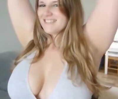 Chubby woman with yam-sized knockers deep-throats and fucks