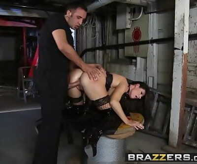 BrazzersReal Wifey Stories(India Summer)Deep In The Bowels of India 8 min 720p